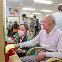 ダイナム、介護施設でレクリエーション活動を支援