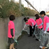 ニラク、ピンクリボンin郡山のTシャツを着用で清掃活動を実施